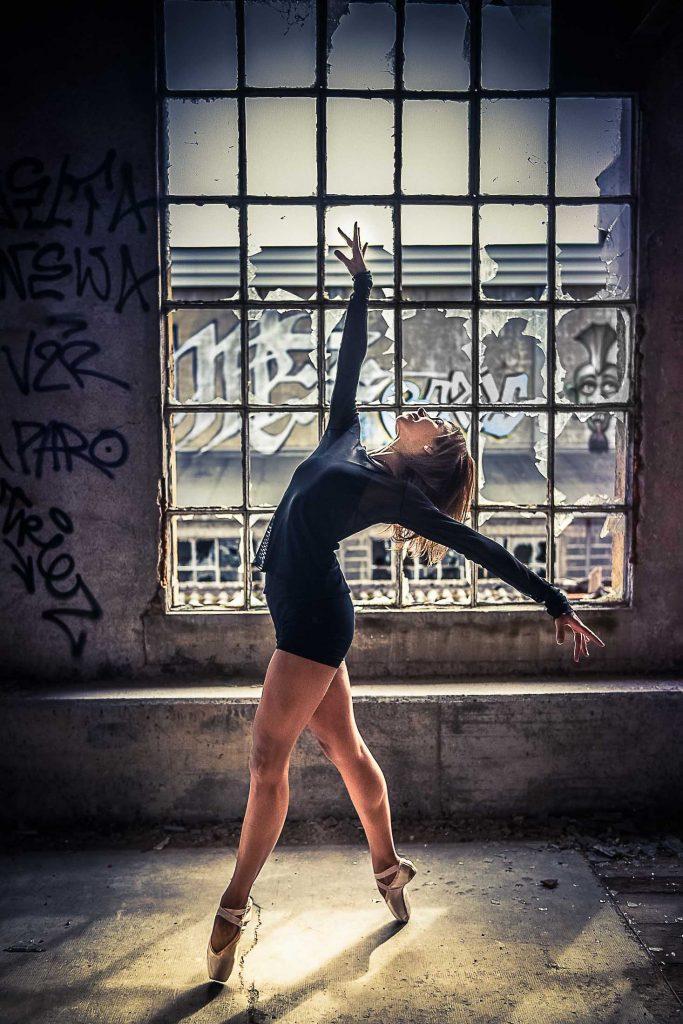 Billet-blog-danseuse-classique-fenetre